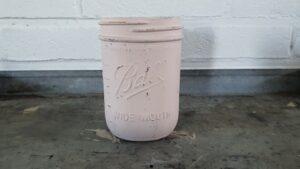 De oud roze krijtverf Roesia kleur van de MaisonMansion collectie