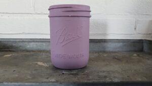 Krijtverf Danu is een plum roze paarsachtige verfkleur van maisonmansion